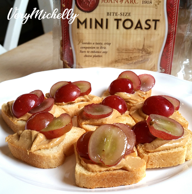 Mini Toast, PB2 and Grapes Sandwiches